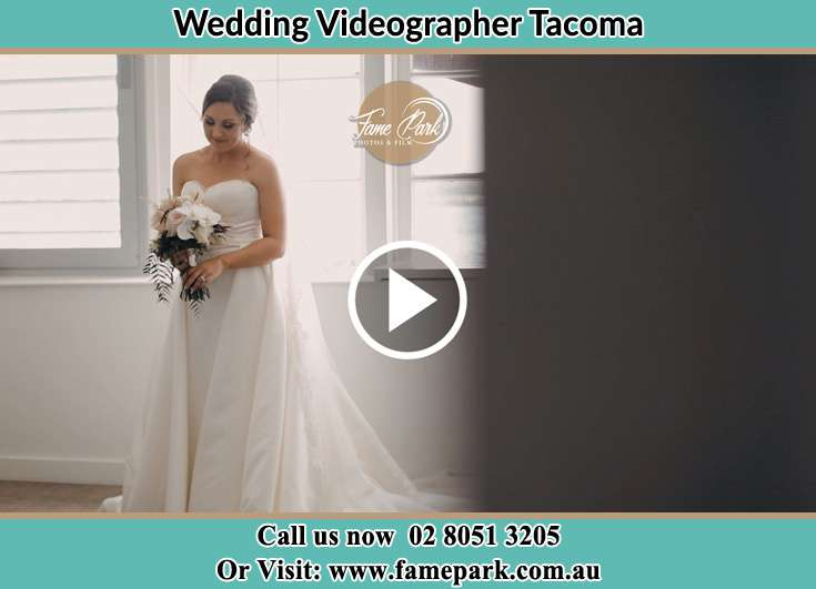 The Bride holding a bouquet of flowers Tacoma NSW 2259